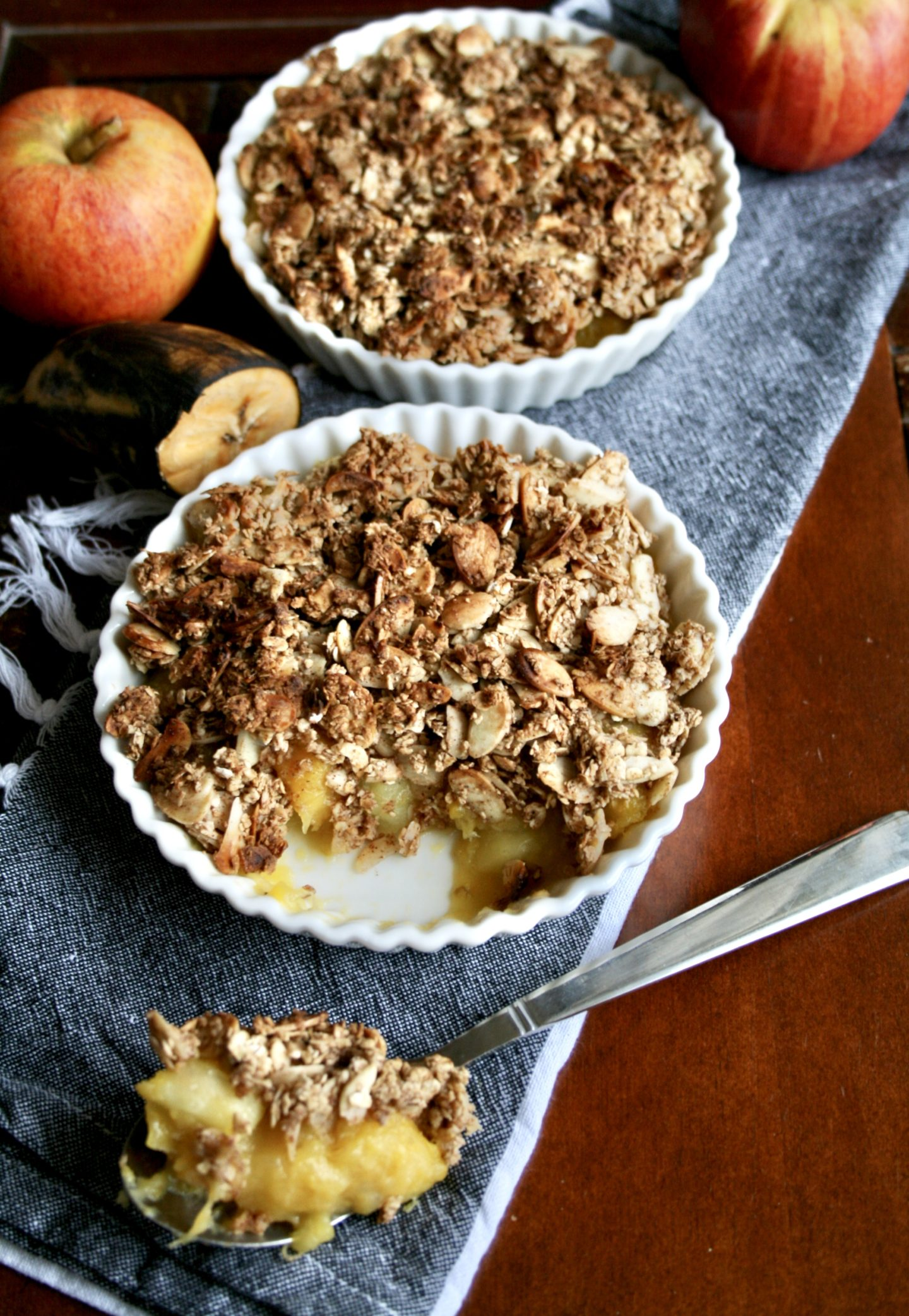 PLANTAIN AND APPLE OAT CRUMBLE! (GLUTEN FREE + VEGAN)